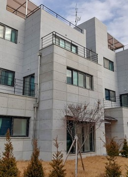 For Ahn House 239